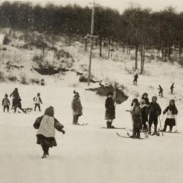 Юные горнолыжники, середина 1930-х годов