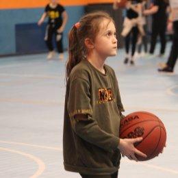 Тренировка в секции баскетбола СОШ № 20