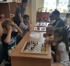 Холмские шахматисты готовятся к матчевой встрече со сборной командой Поронайска