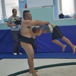 Впервые в истории на Сахалин приехали борцы сумо.