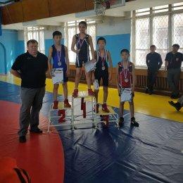 Островные борцы вольного стиля завоевали 11 медалей первенства ДФО