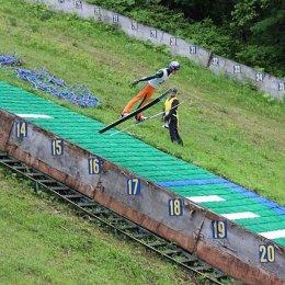 В Южно-Сахалинске продолжается серия соревнований по прыжкам на лыжах с трамплина