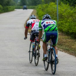 Сахалинские велосипедисты проехали вдоль северокорейской границы на соревнованиях в Китае