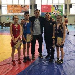 Островные борцы вольного стиля завоевали восемь медалей первенства ДФО