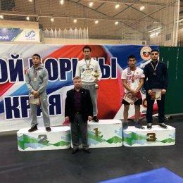 Островные борцы завоевали пять медалей первенства ДФО среди юниоров и юниорок