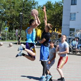 В чемпионате Углегорского муниципального района по баскетболу участвуют шесть команд