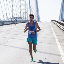 Олег Сергеев выиграл 5-километровый забег в рамках Владивостокского марафона