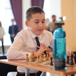 Работники учреждений культуры сыграли матч с юными шахматистами
