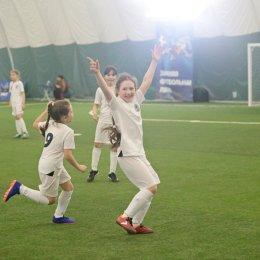 «Сахалин-2010-3» - безоговорочный лидер «Зимней футбольной лиги»