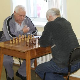 В первенстве Южно-Сахалинска по шахматам среди ветеранов обострилась борьба за лидерство