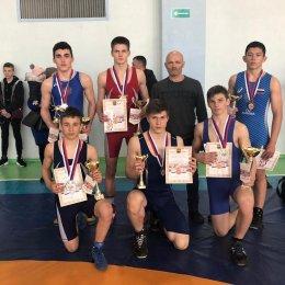 Островные борцы завоевали восемь медалей на всероссийском турнире в Тынде