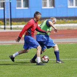 Ветераны островного футбола разыграли награды турнира в честь Дня Победы