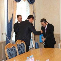 Министр спорта, туризма и молодежной политики Сахалинской области Олег Саитов провел встречу с руководством японской паромной компании «Хато Рандо Ферри»