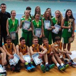 Баскетболисты из Южно-Сахалинска стали победителями первенства области среди юношей и девушек