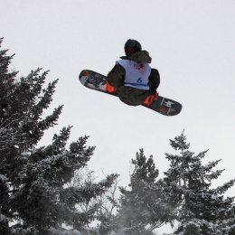 Сахалинские сноубордисты первенствовали в биг-эйре