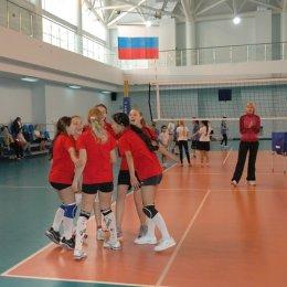 В Южно-Сахалинске прошло открытое первенство ВЦ «Сахалин» по волейболу среди девушек двух возрастных групп