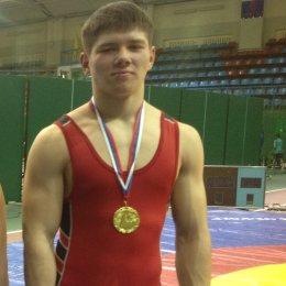 Андрей Тефанов стал победителем первенства ДФО по вольной борьбе и выполнил норматив мастера спорта России