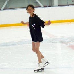 Ребята из реабилитационного центра «Маячок» покатались на коньках в «Кристалле»