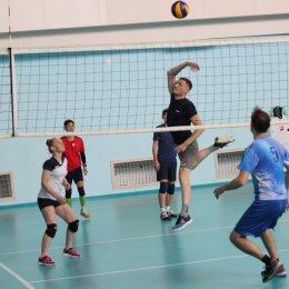 В первенстве области по волейболу участвуют команды из Корсакова, Углегорска и Южно-Сахалинска