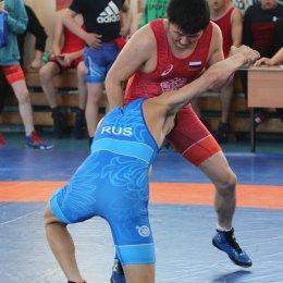 В Южно-Сахалинске определили медалистов чемпионата и первенства области по вольной борьбе