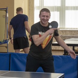 Трудовые коллективы сыграли в пинг-понг