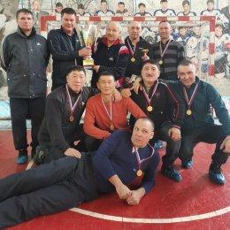 Ветераны из Южно-Сахалинска стали победителями мини-футбольного турнира в Холмске